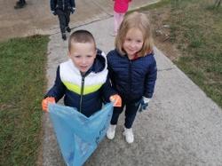 """Les enfants de l'extrascolaire participent à l'opération """"Grand nettoyage d'automne""""  (photos)"""